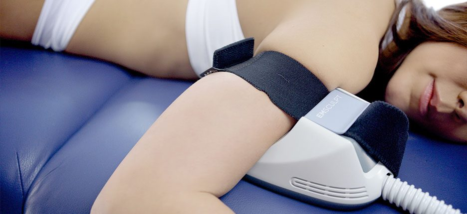 Konturierung an Oberarme und Beine mit EMSCULPT® in der Klinik Dr. Katrin Müller in Hannover